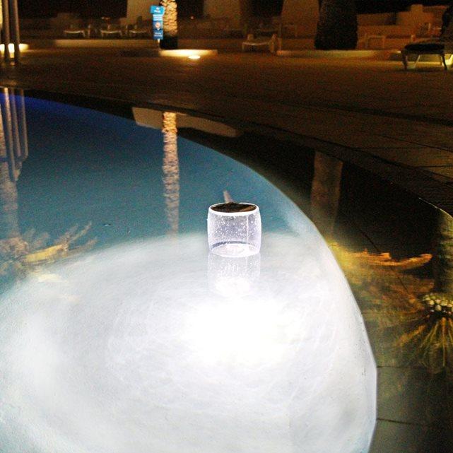 O trouver des accessoires lumineux pour piscine for Accessoire piscine 94