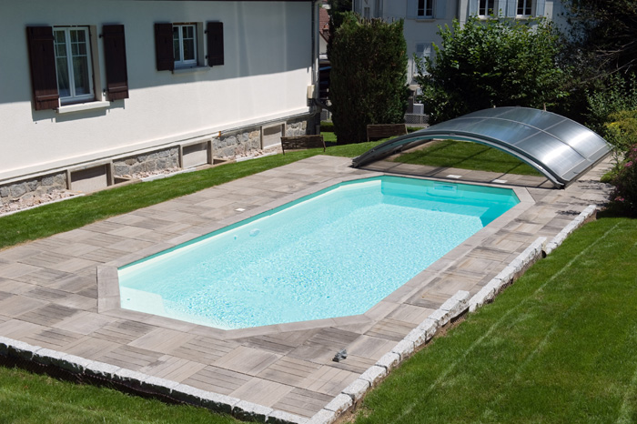 piscine coque polyester fond inclin mod le cristal pisciniste brignoles piscines plus. Black Bedroom Furniture Sets. Home Design Ideas