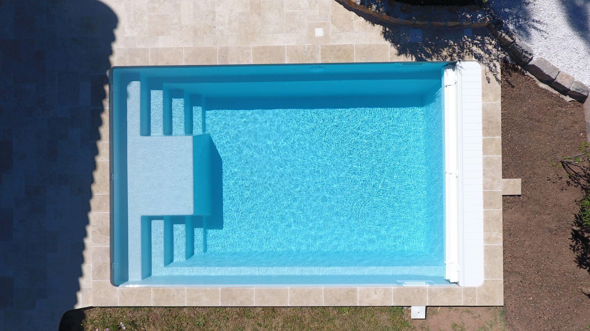 Materiel Piscine La Ciotat galaxite 7.60 piscine coque en polyester rectangulaire à
