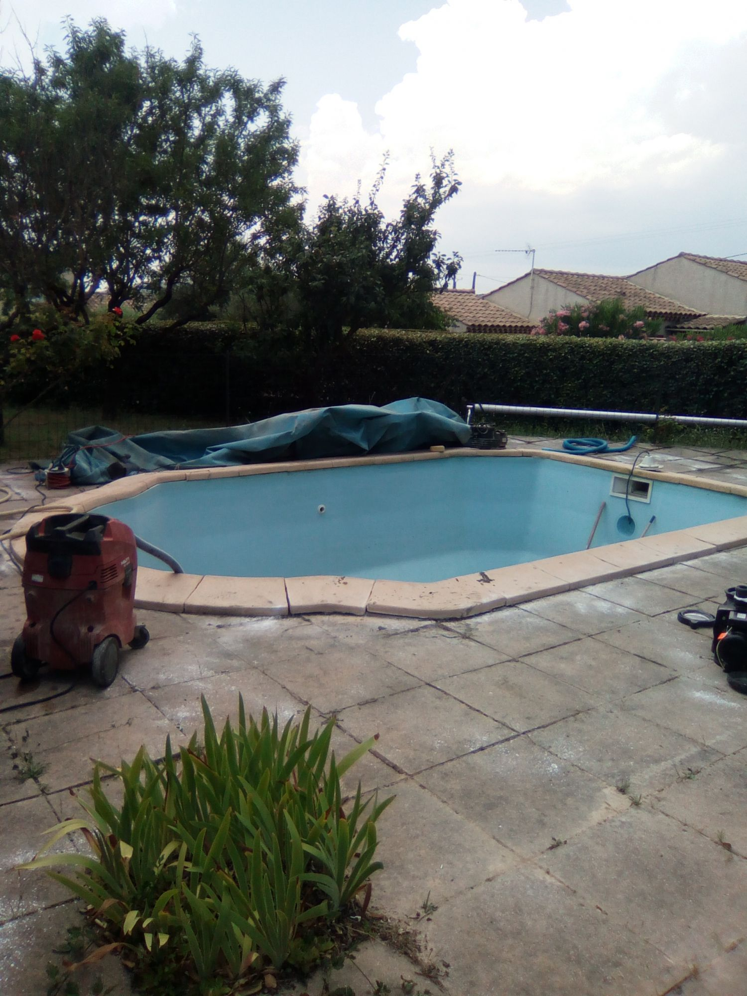vidange et nettoyage complet de piscine brignoles pisciniste brignoles piscines plus. Black Bedroom Furniture Sets. Home Design Ideas