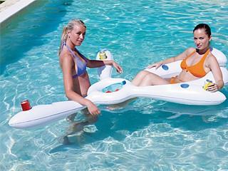 Bou e gonflable bar flottant piscine kerlis pisciniste for Accessoire piscine 94
