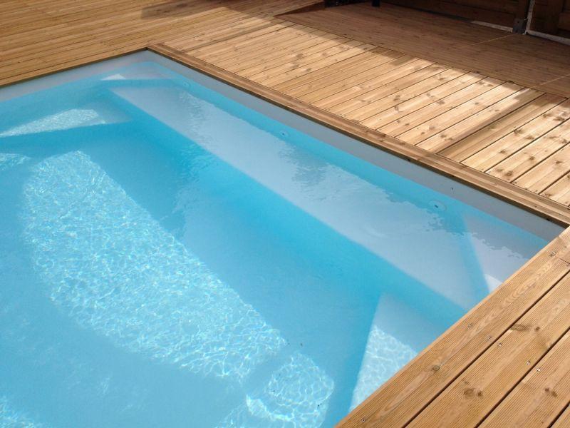 Prix pour la pose de piscine coque polyester brignoles for Prix piscine coque polyester