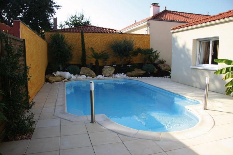 Prix pour la pose de piscine coque polyester brignoles for Prix piscine exterieure