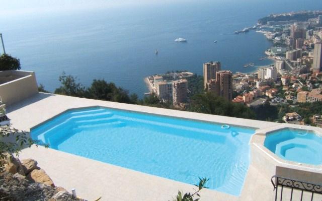 Terrassement de piscine dans le var brignoles piscines plus for Piscine coque polyester var