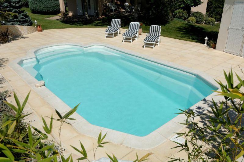 Prix pour la pose de piscine coque polyester brignoles for Tarif piscine coque posee