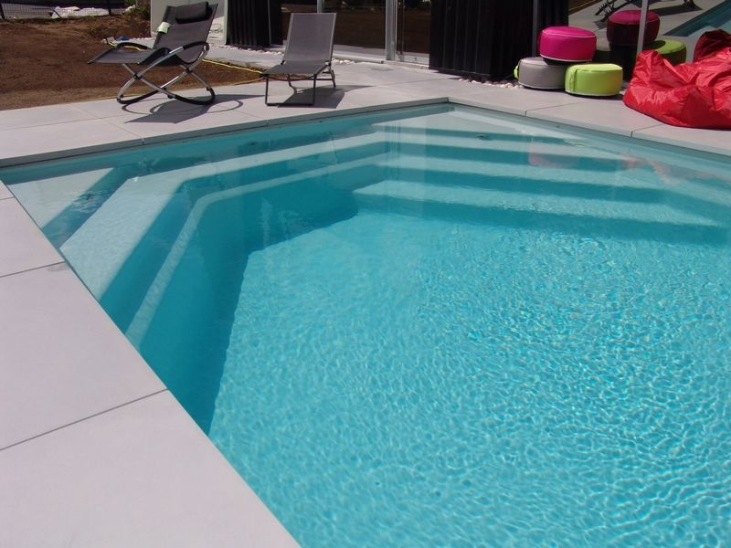 Vente de piscine coque polyester brignoles piscines plus for Piscine coque polyester grise