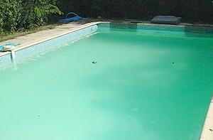 pourquoi l 39 eau de ma piscine est trouble pisciniste. Black Bedroom Furniture Sets. Home Design Ideas